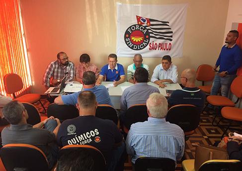 Centrais organizam a resistência à implementação da reforma na CLT